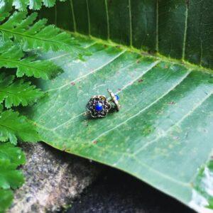Studs Flor ópalo azul